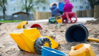 Родителите в Германия вече имат право на обещетение от общината ако тя неможе да осигури свободно място в детска градина на тяхното дете,